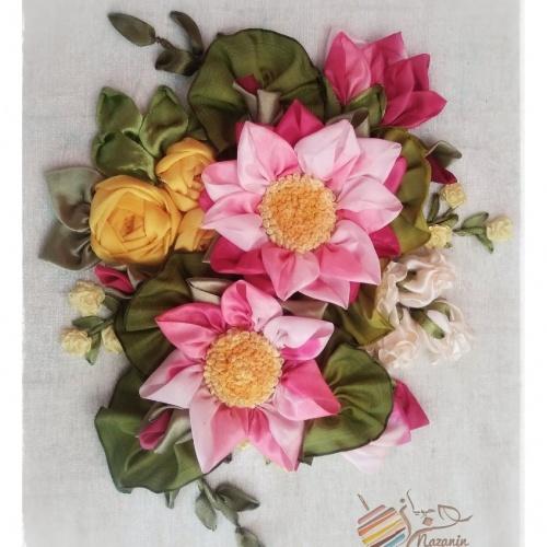 گل نیلوفر مرداب روبانی